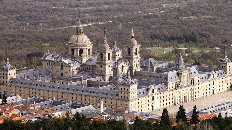 Королевский дворец и монастырь в Сан-Лоренцо-де-Эль-Эскориал.