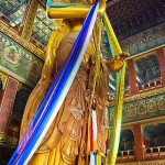 Будда майтрейи в ламаистском храме Юнхэгун. Пекин