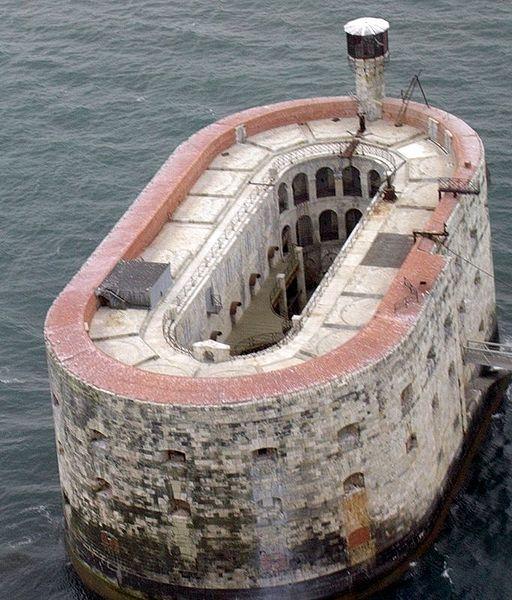 Форт Байяр. Франция
