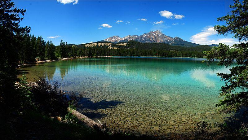 Озеро Эдит в Национальном парке Джаспер. Канада