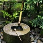 Сосуд для омовения в саду камней Рёандзи. Япония