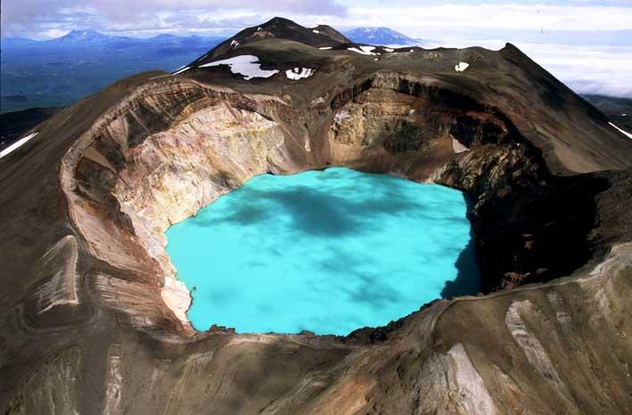 Малый Семячик — вулкан с кислотным озером в кратере. Камчатка